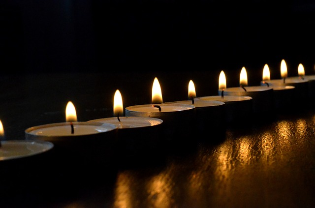 picture of a line of tea lights